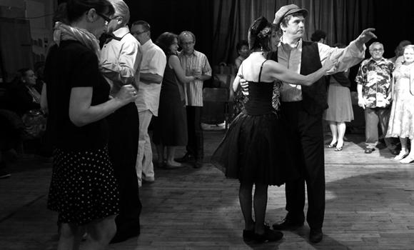 Initiation aux danses de bal musette